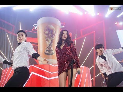 """Bích Phương bỏ """"Bùa Yêu"""" khán giả - Live tại Đại tiệc Budweiser World Cup 2018, 14/6/2018 - Thời lượng: 4:35."""