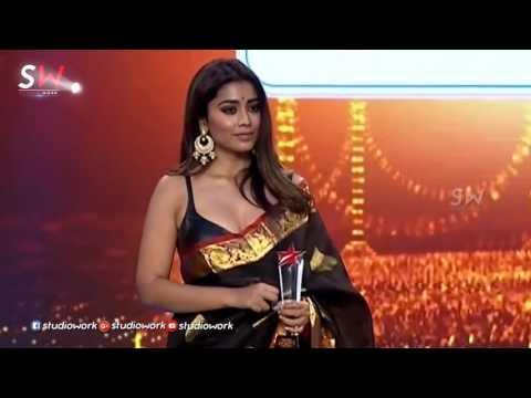Shriya Saran exposing her hot cleavage star maa awards 2017