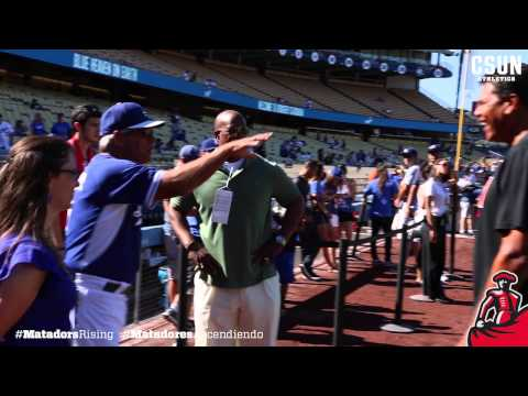 Reggie Theus First Pitch at Dodger Stadium 8/16/14