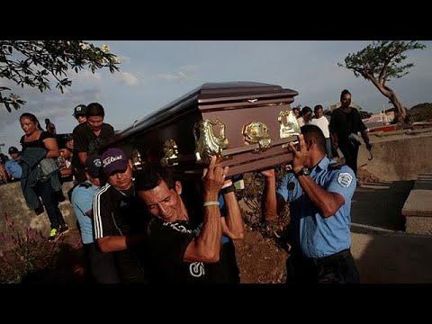 Νικαράγουα: Ολονυχτία στη μνήμη των αστυνομικών που σκοτώθηκαν στις διαδηλώσεις…