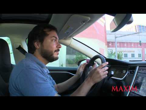 Maxim Motors: The Tesla Model S (англ)