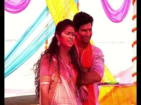 celebrates - Colors TV show 'Sasural Simar Ka' are also celebrating Holi on screen. In the show all the members of Bharadwaj family are playing Holi in a different way. W...