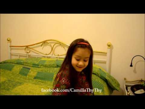 Camilla ThyThy và mẹ trò chuyện trước khi bà ngoại qua thăm