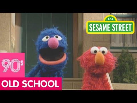 Sesame Street: Grover Demonstrates Next to A Mailbox (видео)