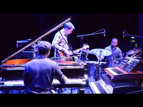 Cory Henry Trio - Heart At Midnight @ Un Doua De Jazz