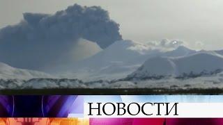 Гигантский шлейф изпепла отизвержения вулкана Камбальный протянулся вдоль Курильских островов.