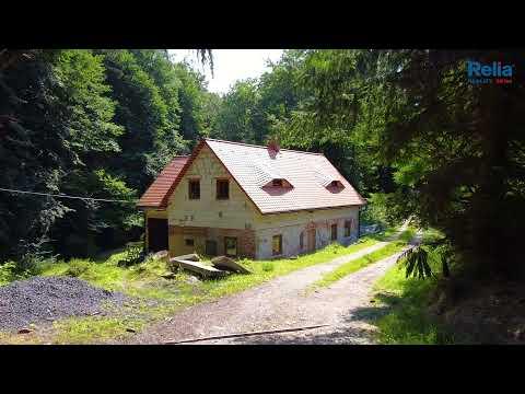 Video Venkovský dům s potokem na okraji lesa