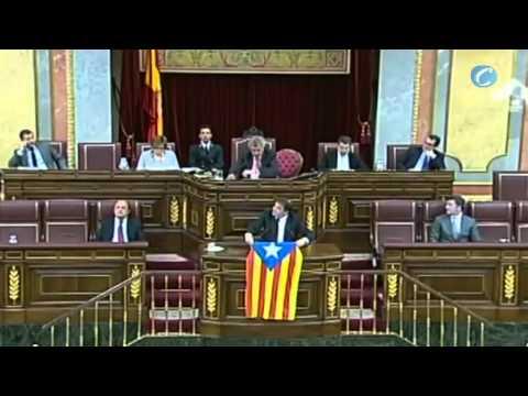 Un diputado de ERC saca la bandera independentista catalana en el Congreso