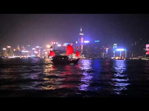 Atravessando a baía de Hong Kong