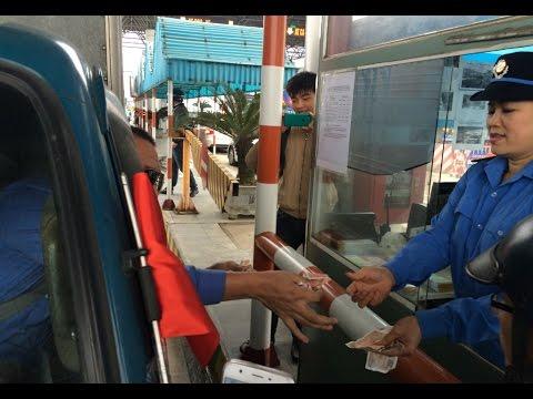 Chuyện lạ Việt Nam: Đi xế sang dùng tiền lẻ 200 - 1.000 đồng mua vé qua trạm thu phí