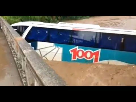 Ônibus é Arrastado Durante Temporal em Petrópolis RJ