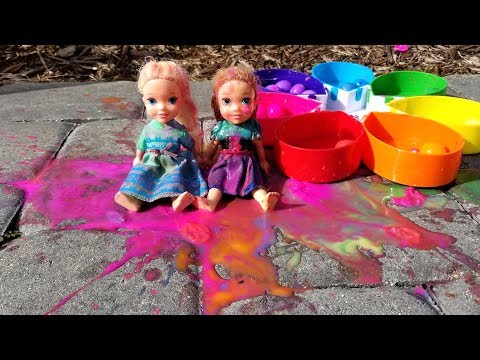 Paintballs ! Elsa And Anna Toddlers Playing With Colors - Water Fun - Splash
