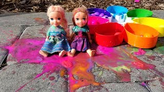 Video Paintballs ! Elsa and Anna toddlers playing with colors - water fun - splash MP3, 3GP, MP4, WEBM, AVI, FLV Maret 2019
