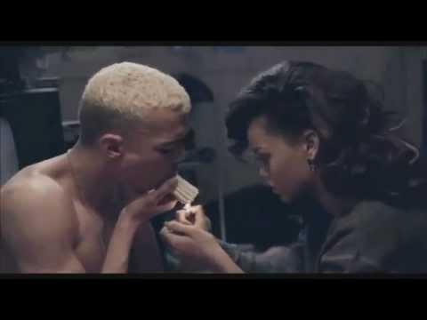 Video Rihanna - Diamonds download in MP3, 3GP, MP4, WEBM, AVI, FLV February 2017