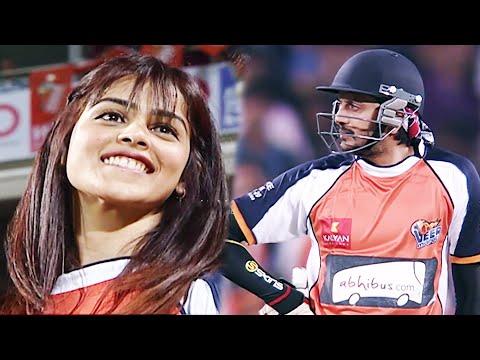 Cute Genelia D'Souza Super Excited With Nonstop Boundaries From Veer Marathi