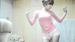 สาวสวย หุ่นดี โชว์เต้นผ่านเว็บแคม