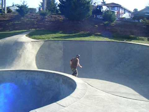 Ripstik carving 3rd Street Skatepark Brookings,Or.