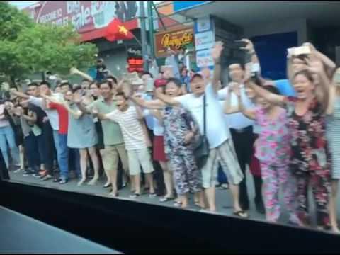 video phóng viên Nhà Trắng quay người dân Sài Gòn đón tổng thống Obama