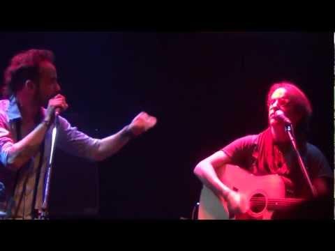 ΒΥΖΑΚΙΑ - Από την εμφάνιση του Μίλτου Πασχαλίδη στο Club του Σταυρού του Νότου,στις 14.3.2012 Στίχοι: Μελίνα Τανάγρη Μουσική: Μελίνα Τανάγρη Πρώτη...