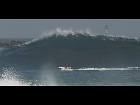 Inexperienced Jet-skiers Nearly Die at The Wedge