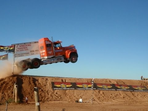 Semi truck attempts massive jump at Loveday 4×4 Park in Australia