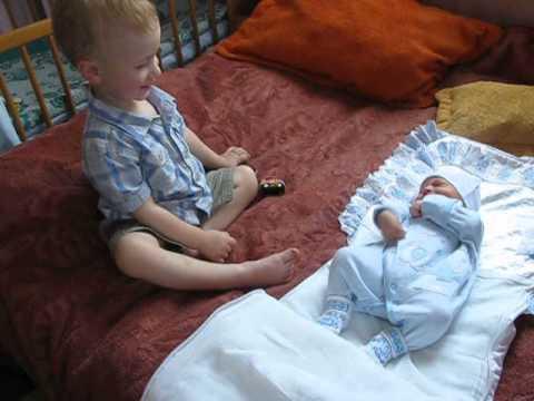 """""""Мій шалений день"""": перша зустріч Руслана (2 роки і 3 місяці) з братиком Ромою (3 дні)"""