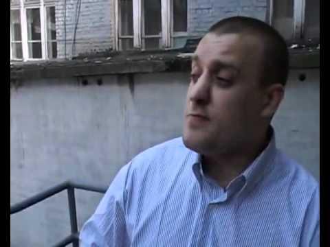 Угарно рассказывает анекдот))) (видео)
