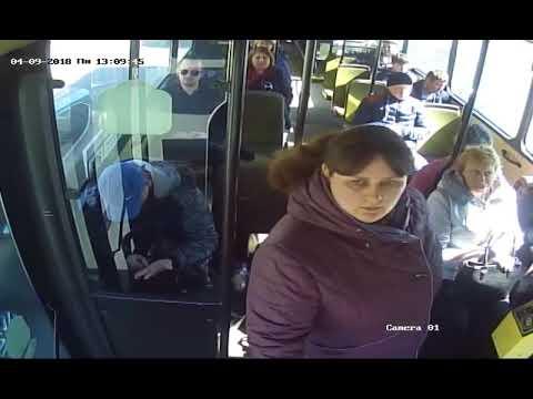 Липовая льготница бросается на водителя автобуса