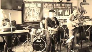 \'Galway Girl\' performed by Endless Knot at The Windmill. Ashford