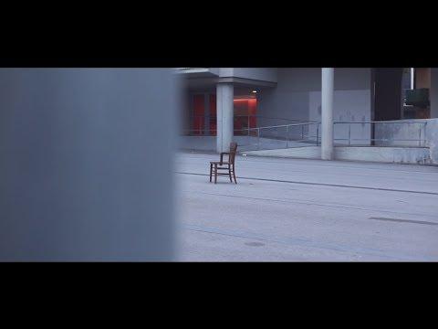 Juli x Escandaloso Xpósito x Jay Calabria – «Miles Limbo» [Videoclip]