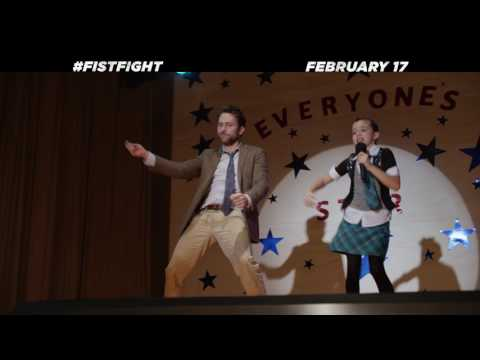 Fist Fight (TV Spot 'Everyone Cheer')