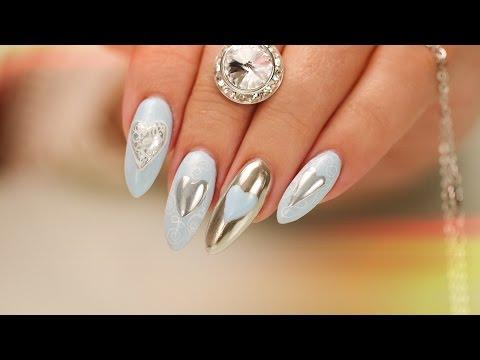 nail art con cuoricini cromati