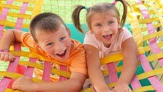 Oyun Alanında SAKLAMBAÇ Oynadık! Nastia'yı zor bulduk! Hide and seek game in outdoor playground