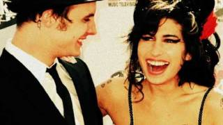 Amy Winehouse videoklipp Between The Cheats (Lioness: Hidden Treasures Album)