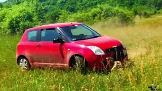 Niesamowite! Szybki przelot seryjnym Suzuki przez las.