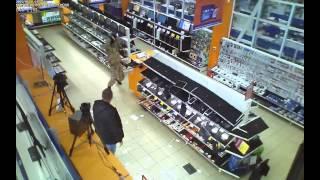 Разгромил монтировкой магазин компьютерной техники