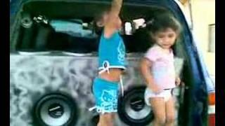 Chicas Sexys De Venezuela Bailando Regueaton