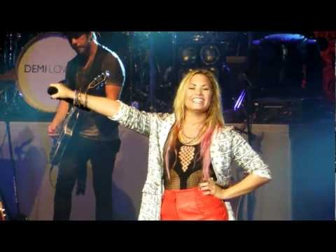 Give Your Heart A Break (live) - Demi Lovato.