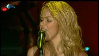 Shakira vídeo clipe Underneath Your Clothes (Rock In Rio Madrid) (Live)