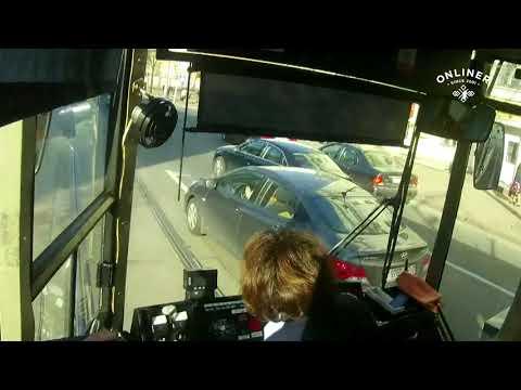 Нелегко быть водителем трамвая.