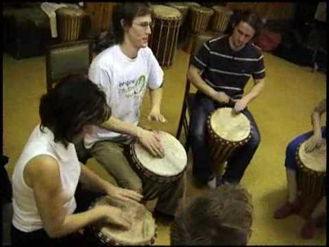 Korportn bubnovn Drum circle corporate drumming