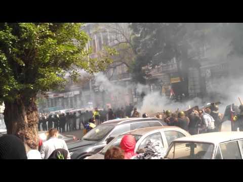 Вуличні бої в Одесі. Сотні одеських ультрас з гаслами