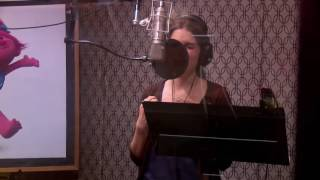 Anna Kendrick Singing Can't Stop the Feeling Video