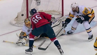 Braden Holtby and Marc-Andre Fleury make some impressive saves moments apart to keep their teams in Game 5.