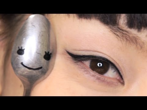 Eyeliner--Spoon Technique
