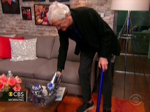 James Dyson vacuums the Toyota Green Room (видео)