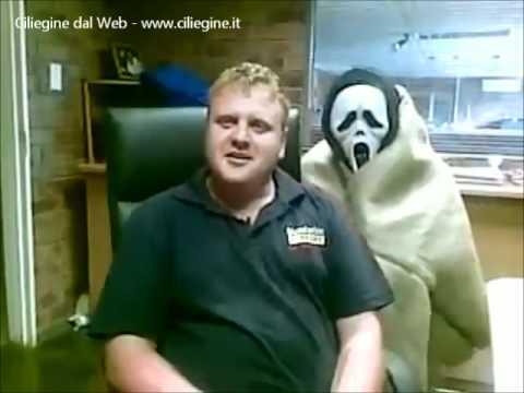 scherzo terrificante ad un impiegato!