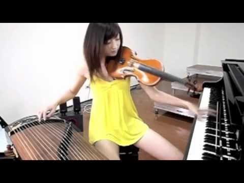 Κορίτσι ταλέντο που παίζει τρία όργανα μαζί!
