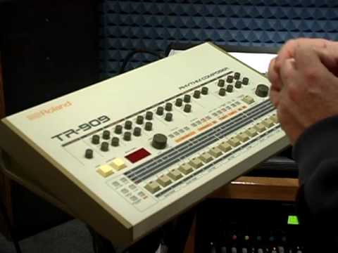909 - short demo of Roland TR-909.