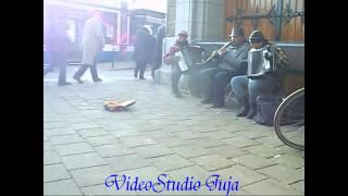 Уникални самоуки български музиканти по улиците на Амстердам!!!